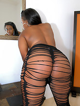 Candee Apple Win win big ass black girl round juicy RoundAndBrown