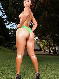 Mike In Brazil™ Presents Pamela Ferraz in Sexy In Green- Movies And Pictures