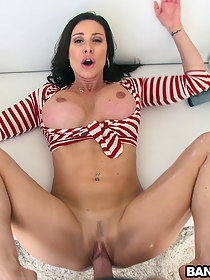 Round ass Milf gives it to u raw and uncut!