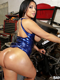 Tight butt Fucked At The Mechanic Shop!